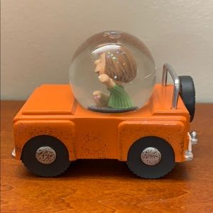 Hallmark peanuts Peppermint Patty snow globe car